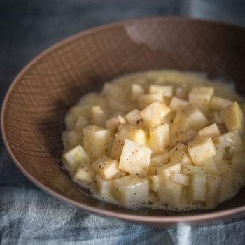 Сельдерей в яичном соусе